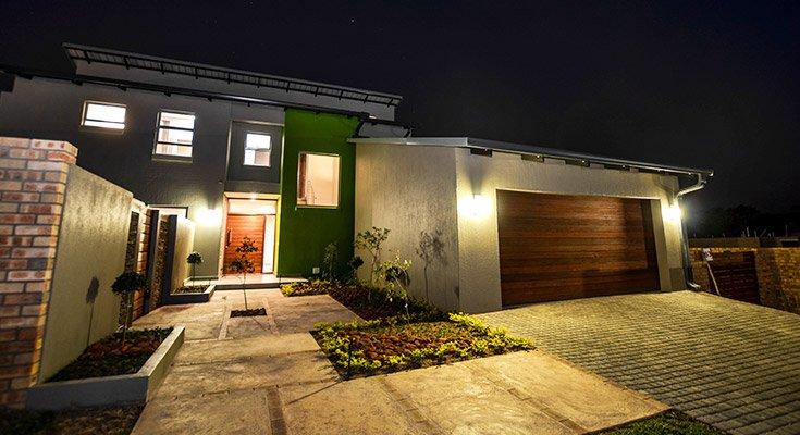 Bikkie Wes front lawn and garage at night